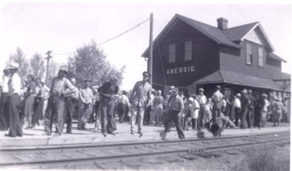 Waiting for Train 1940
